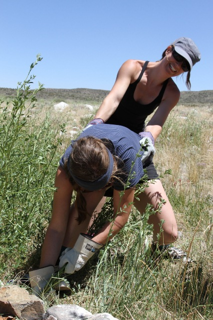 2012Jun22_Patagonia field day Amy pulling Celia