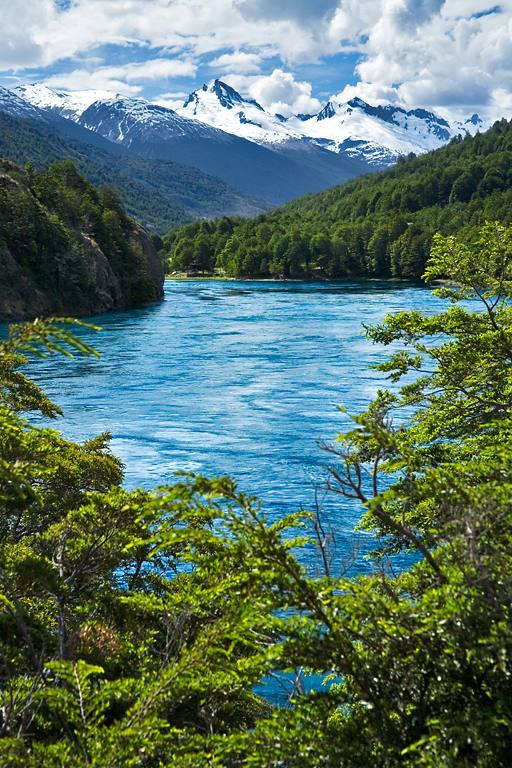 PatagoniaRiver+mountain