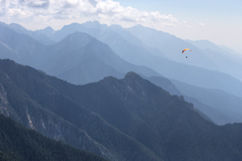 Rocky-traverse-paragliding