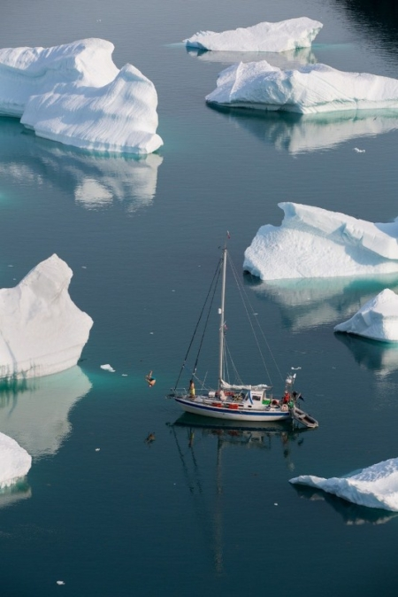 Greenland Vertical Sailing 2014 – Part 2, Bad weather, boat concert and night climbing