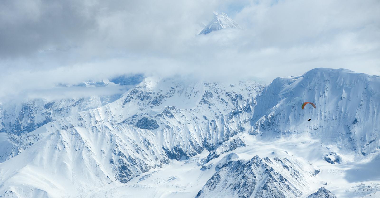 ALASKA MOUNTAINS WINTER SNOW AIRPLANE TRAVEL SOAR Mens Black Hoodie