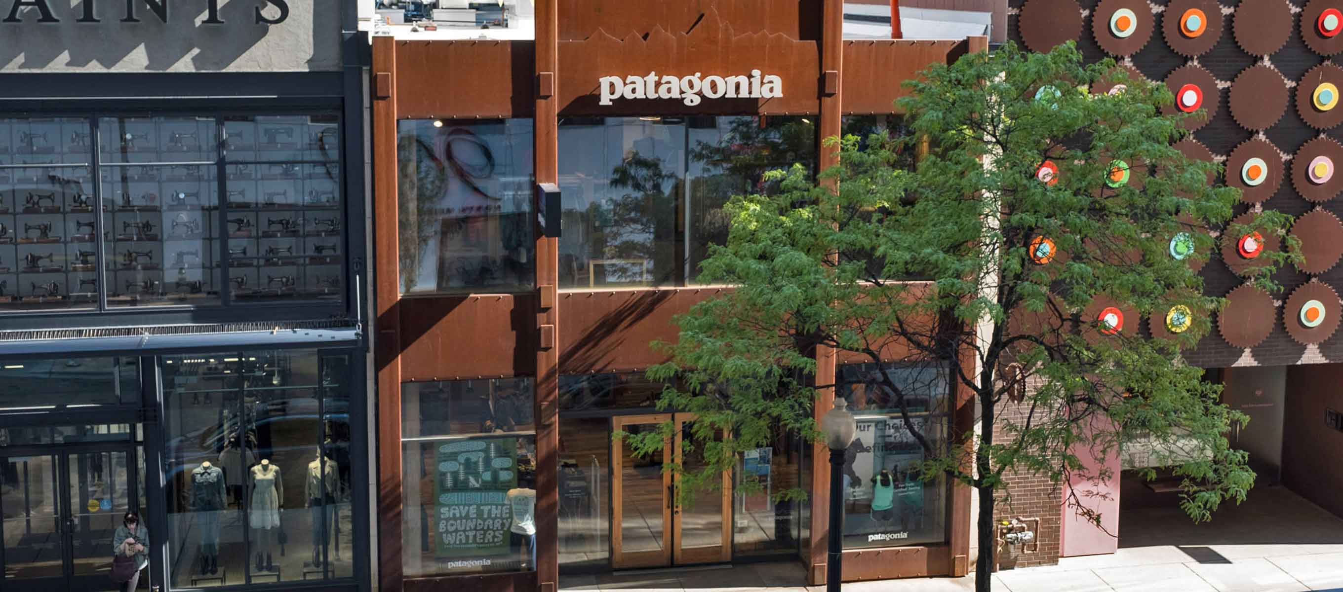 Patagonia Chicago Magnificent Mile - Outdoor Clothing Store on